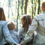 Srećna porodica na izletu što može biti i Vaša ako izaberete dobre banjej za prolećni odmor