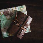 Karta i putna torbica kao dokaz da možete da organizujete svoje putovanje bez angažovanja agencije